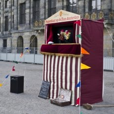 Puppet show in Dam