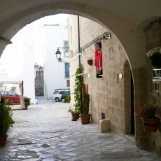 The streets of Monopoli 04