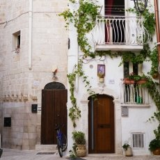 The streets of Monopoli 07