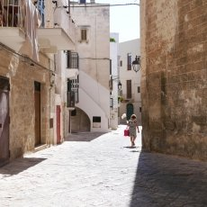 The streets of Monopoli 14