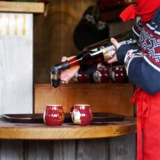 The preparation of glühwein with amaretto