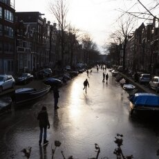 Skating on frozen canals in Amsterdam 01