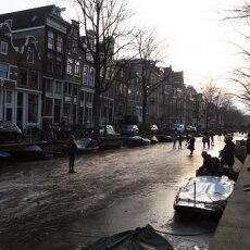 Skating on frozen canals in Amsterdam 02
