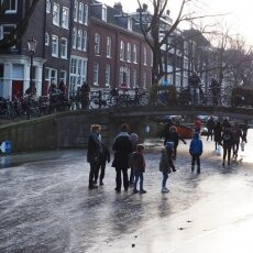 Skating on frozen canals in Amsterdam 07