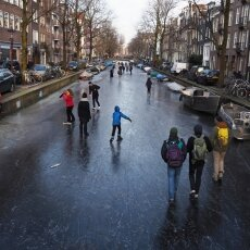 Skating on frozen canals in Amsterdam 10