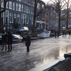 Skating on frozen canals in Amsterdam 15
