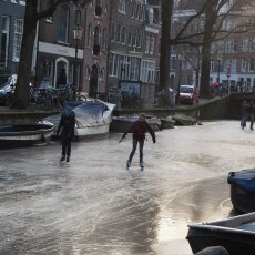 Skating on frozen canals in Amsterdam 17