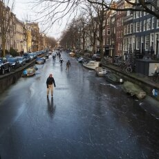 Skating on frozen canals in Amsterdam 18