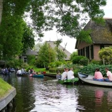 Giethoorn - the tourists 02