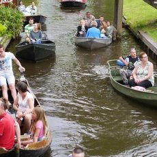 Giethoorn - the tourists 08