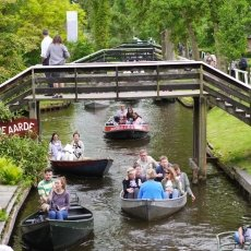 Giethoorn - the tourists 09