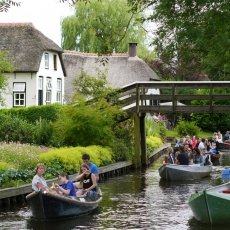 Giethoorn - the tourists 11