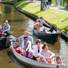 Giethoorn - the tourists 13