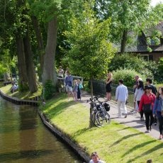 Giethoorn - the tourists 14