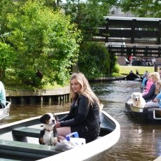 Giethoorn - the tourists 15