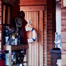 Houseboat interior 06
