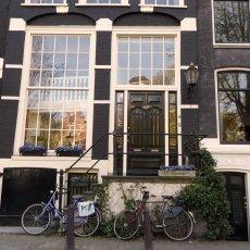 Amsterdamian entrance