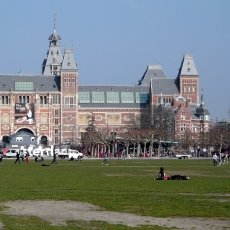 Relaxing in Museumplein