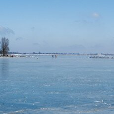Skating on natural ice in Hoorn 07