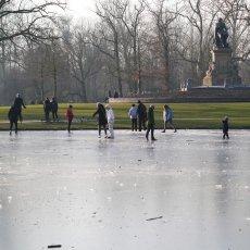 Frozen lakes Vondelpark 03