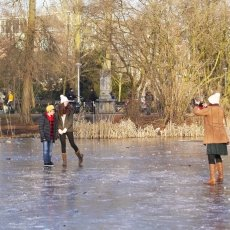 Frozen lakes Vondelpark 05