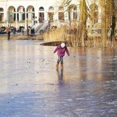 Frozen lakes Vondelpark 06