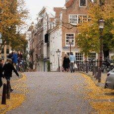 Amsterdam in yellow coat 05