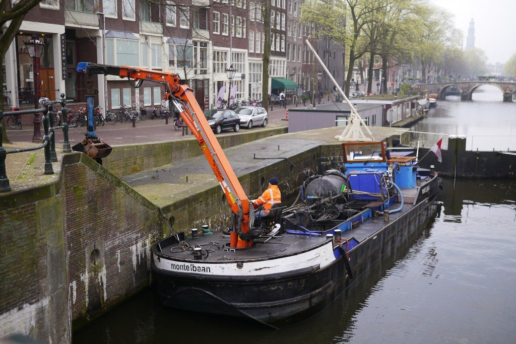 Cleaning the canals 01