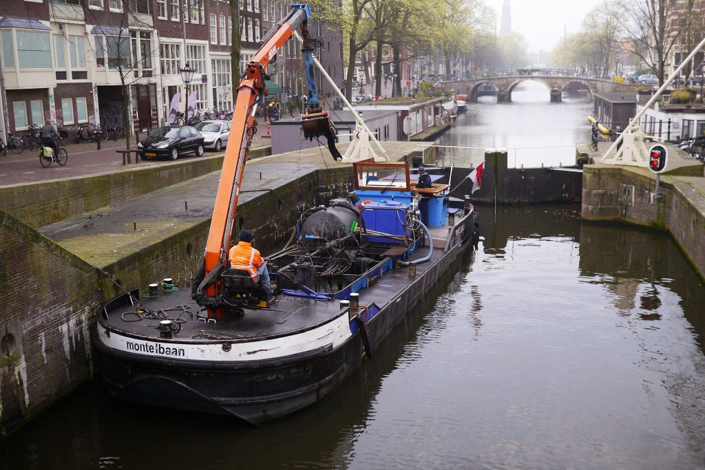 Cleaning the canals 02