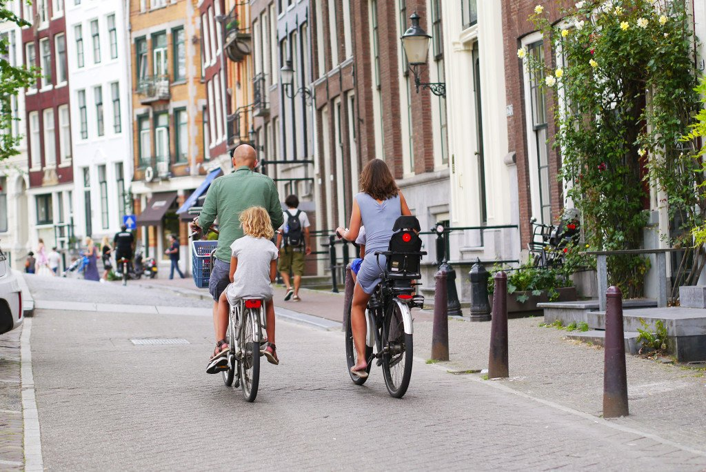 Cycling with kids 02