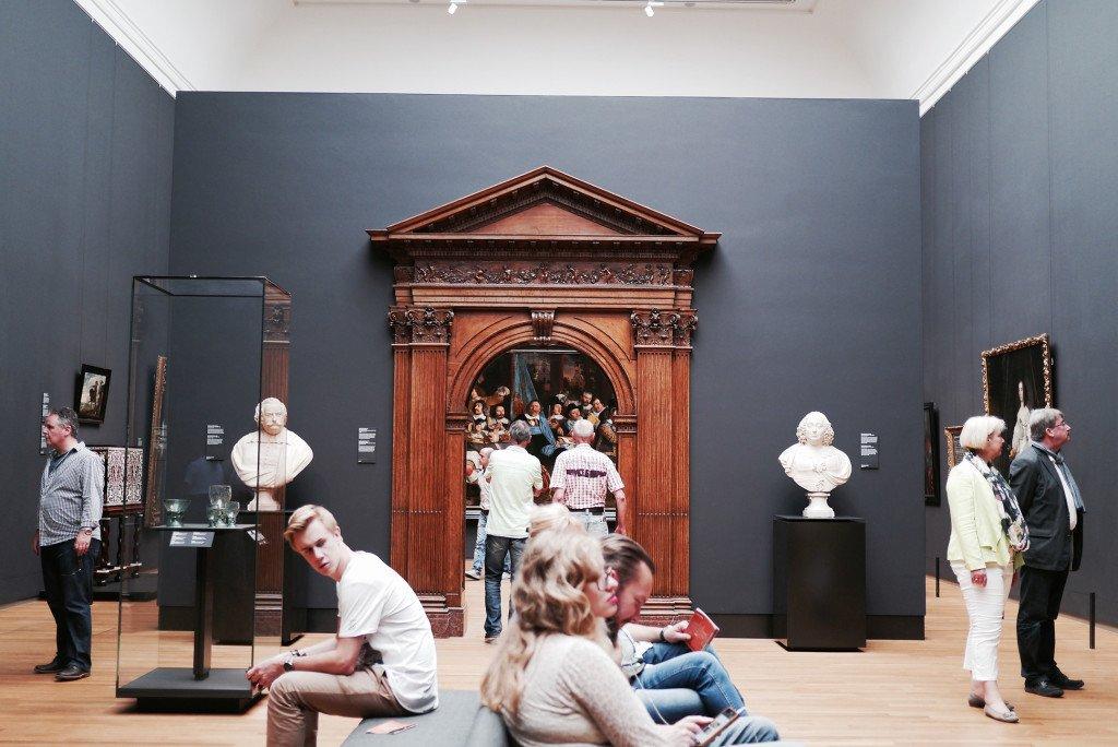 People around the Rijksmuseum 01