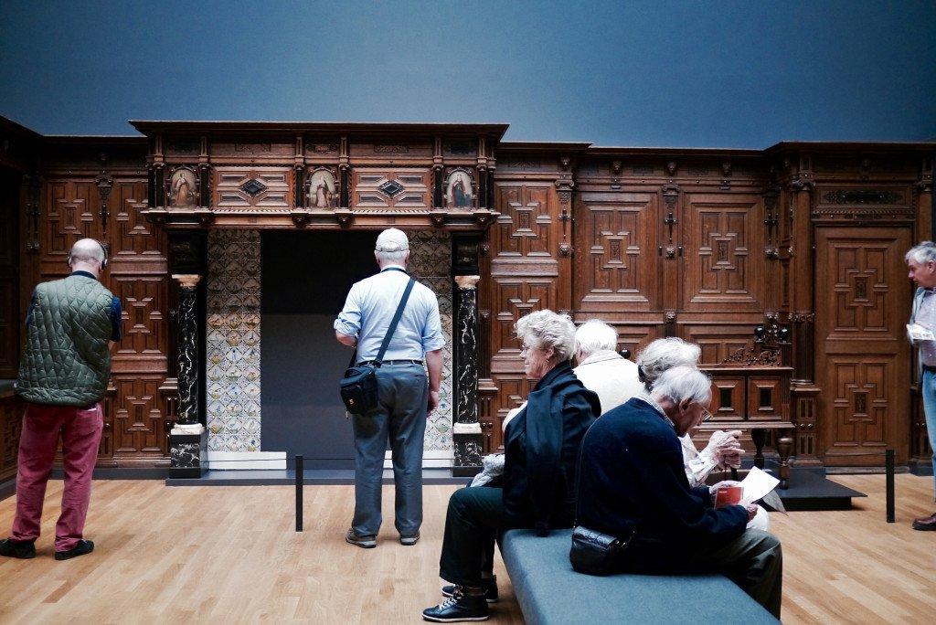 People around the Rijksmuseum 02