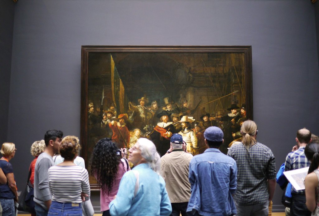 People around the Rijksmuseum 04