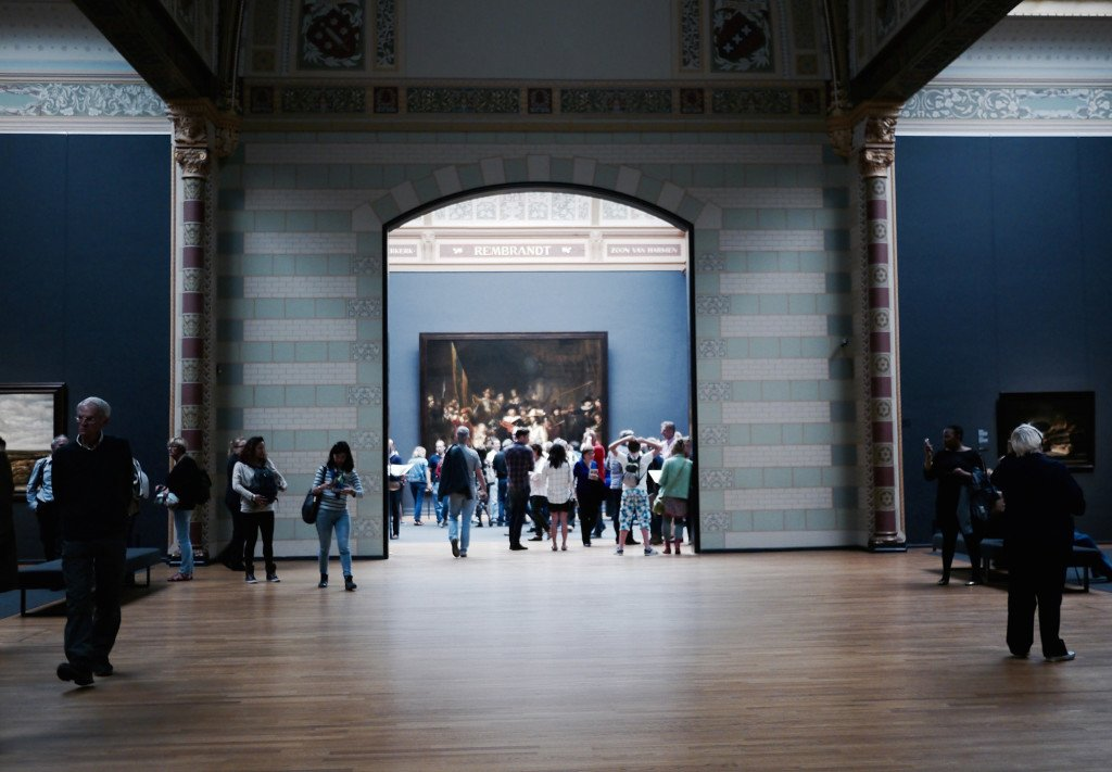 People around the Rijksmuseum 05