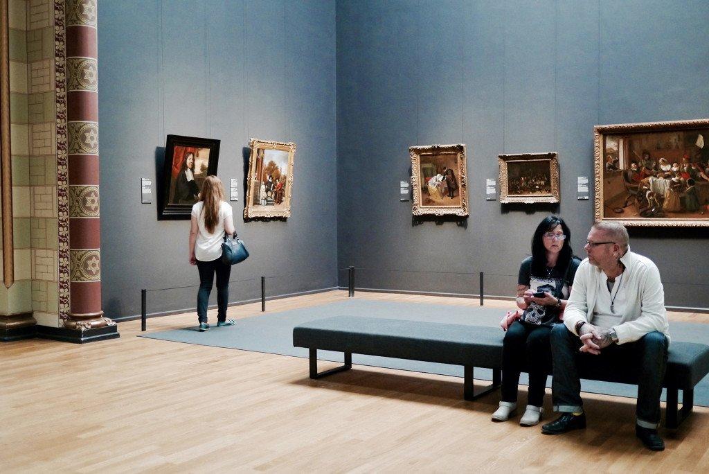 People around the Rijksmuseum 06