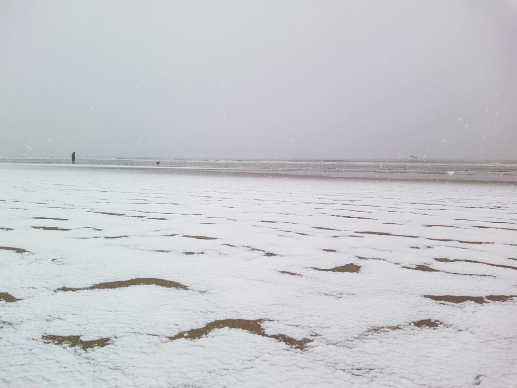 Snow on the Zandvoort beach 01