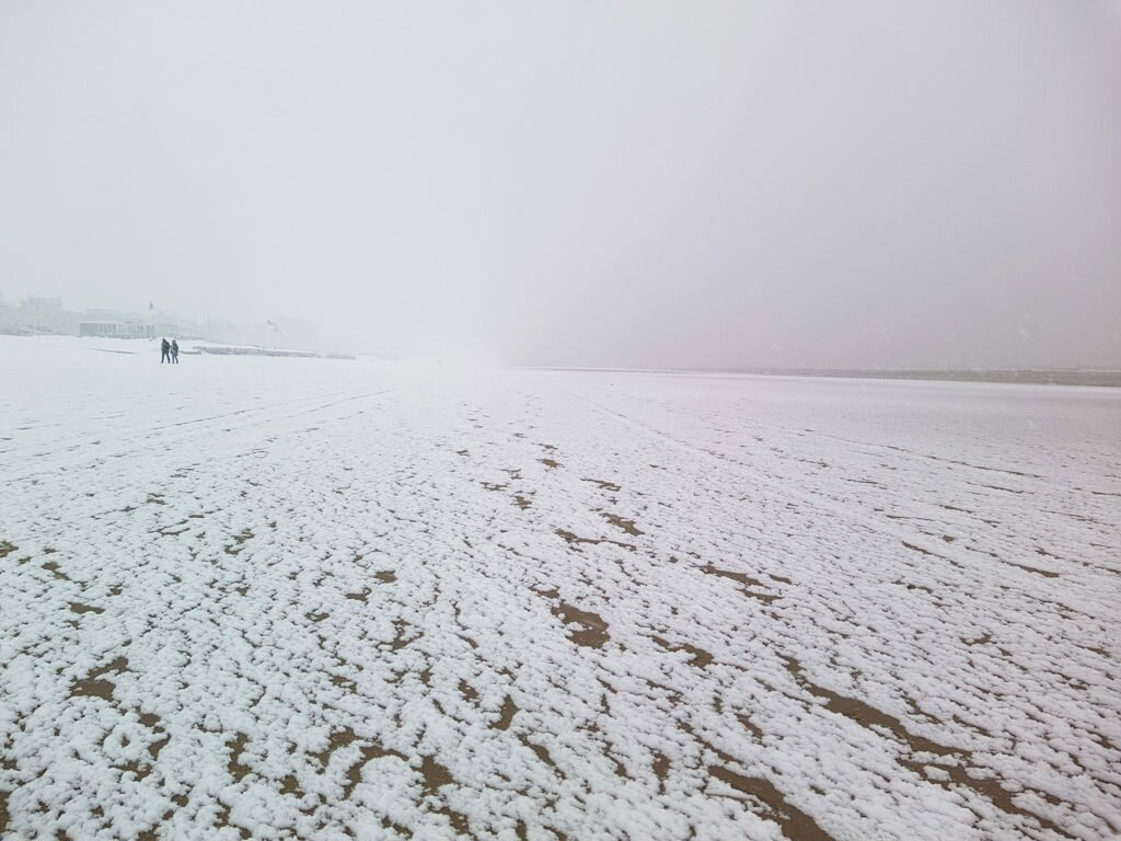 Snow on the Zandvoort beach 02