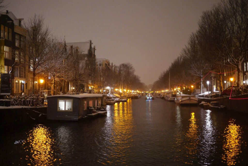 Snowy evening Amsterdam 04