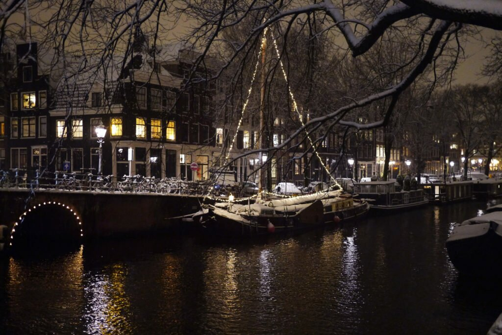 Snowy evening Amsterdam 01