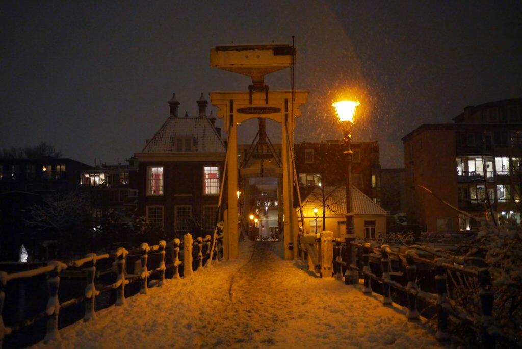 Snowy evening Amsterdam 08