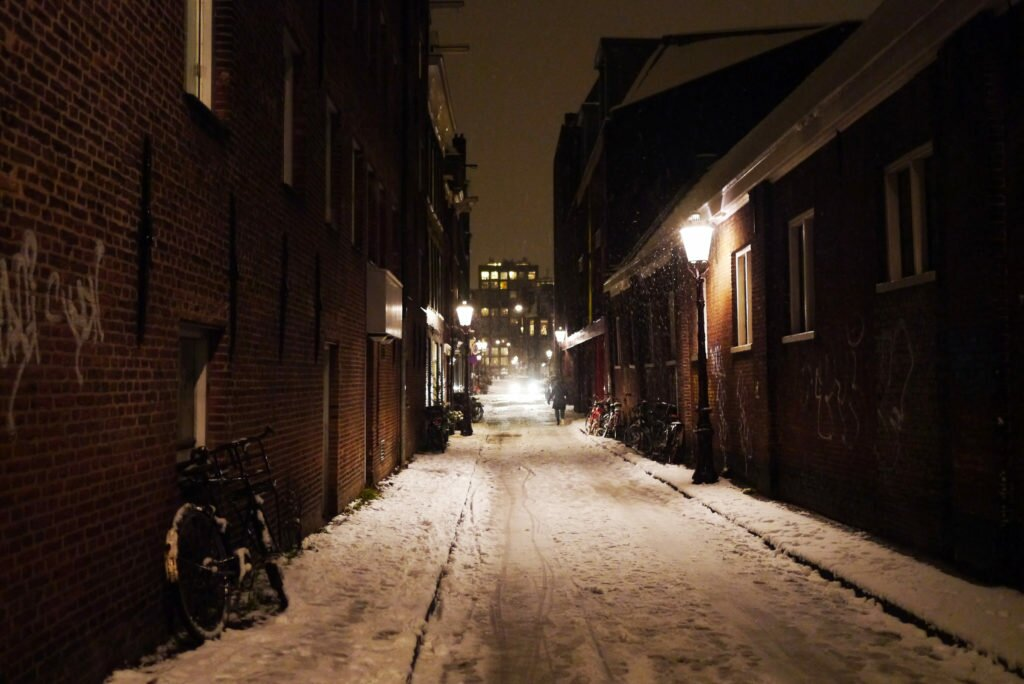 Snowy evening Amsterdam 09