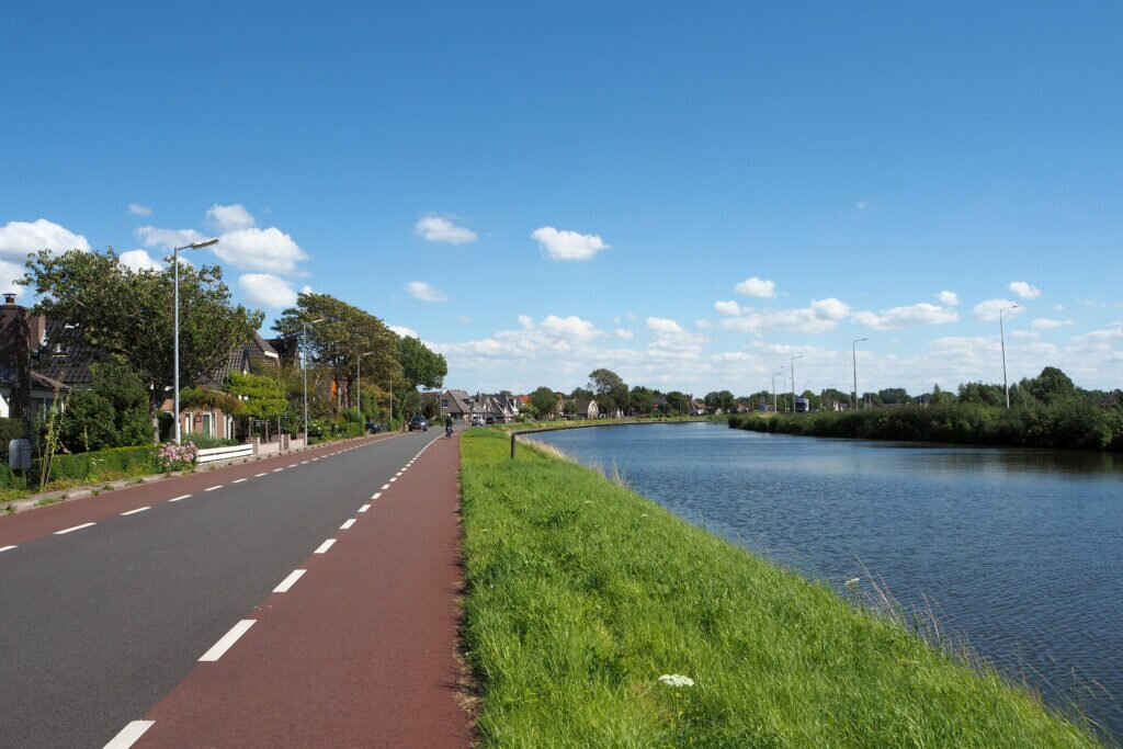 The cycle route to Geestmerambacht