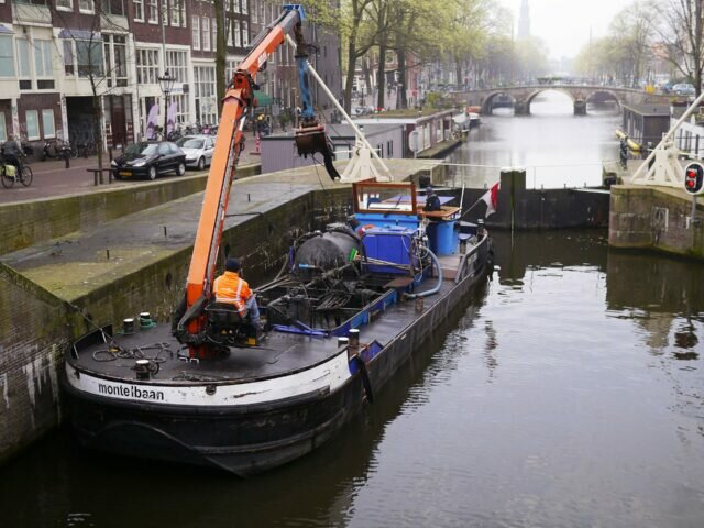 Spring cleaning on the canals