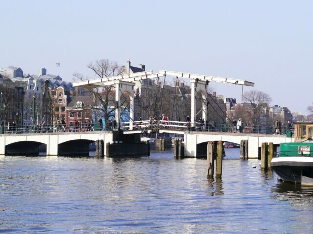 Amsterdam architecture: Skinny Bridge