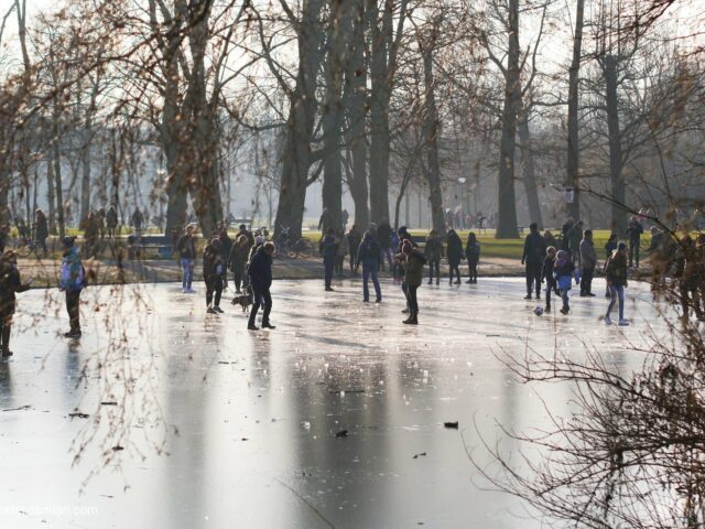 Skating on natural ice in Vondelpark