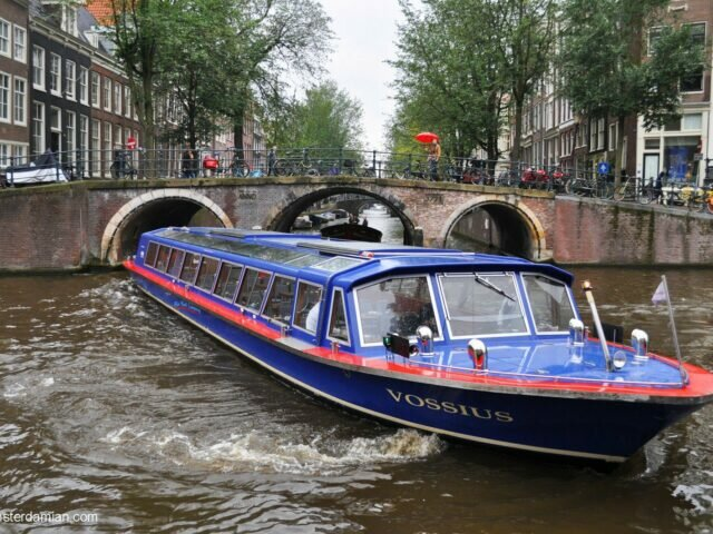 Sailing in Amsterdam: canal cruise